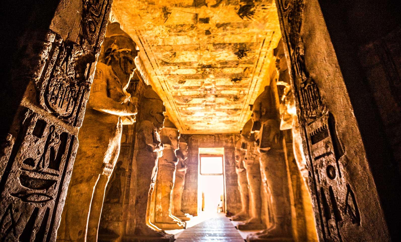 O que faz de Abu Simbel especial?