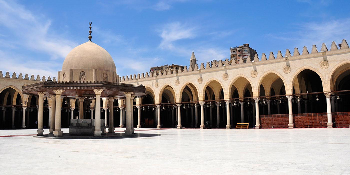 Quantas mesquitas existem no Cairo?