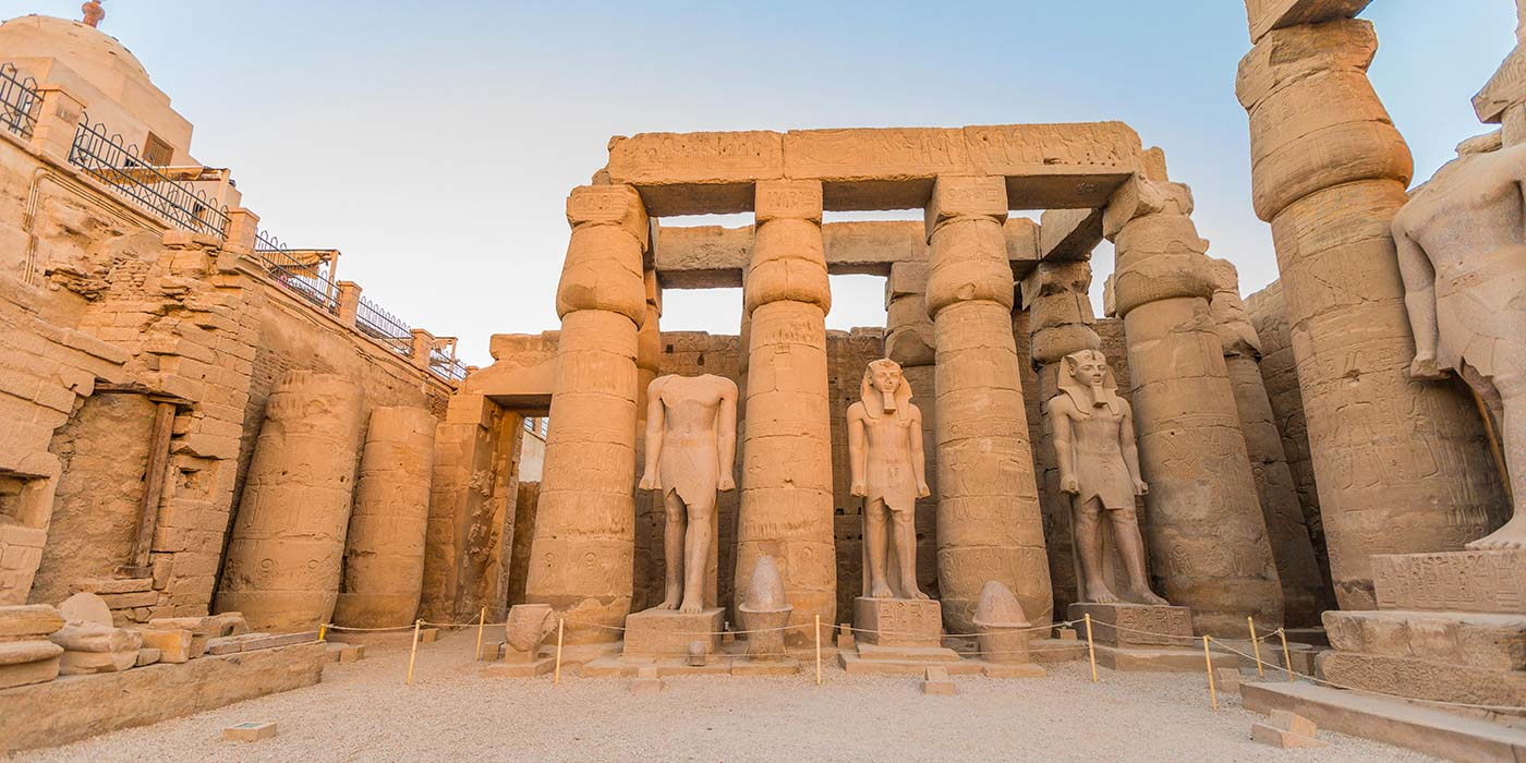Onde está localizada Luxor?