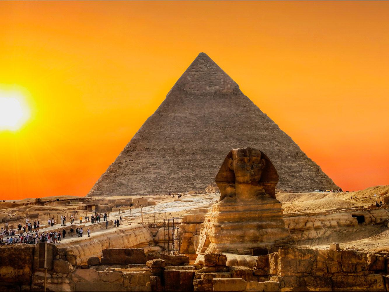 Quem construiu as Pirâmides de Gizé?